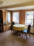 Prostorná dvoupokojová  ložnice  - posezení