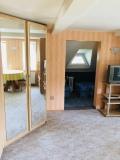 Prostorná dvoupokojová  ložnice  - vstup do podkrovní části